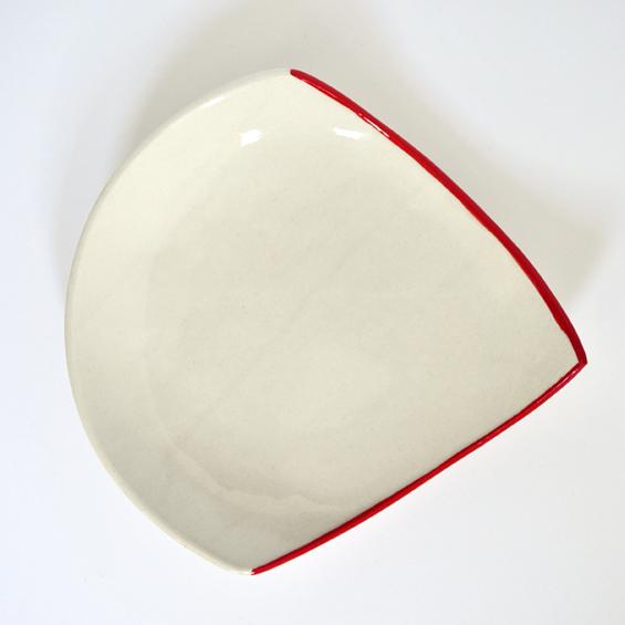 http://www.archidesignclub.com/images/stories/01-ARTICLES/3477/3477-architecture-design-muuuz-magazine-blog-decoration-interieur-art-maison-architecte-Benjamin-Rousse-Assiettes-Angle-Maxime-Grosjean-Sabine-Orlandini-faience-porcelaine-02.jpg