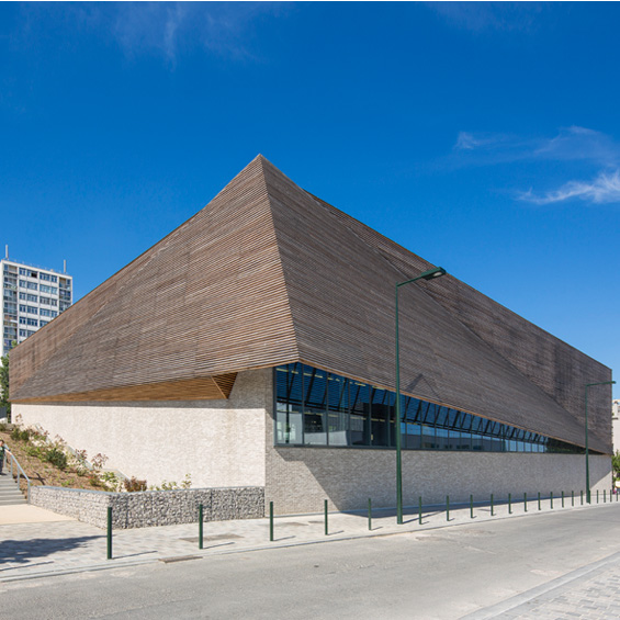 Nomade Architectes : Centre sportif Janine Jambu