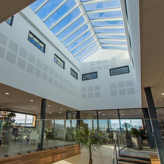 Faites entrer la lumière dans les bureaux en toute sérénité : Les verrières modulaires VELUX