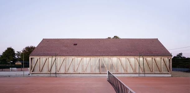 7240 design muuuz archidesignclub magazine architettura arredamento d'interni art house design giardino lemoal tennis 01
