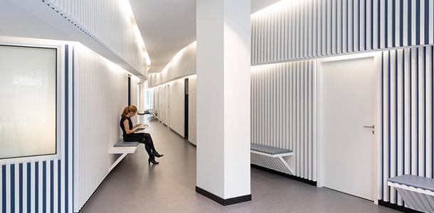 7347 design muuuz archidesignclub magazine architettura arredamento d'interni art house design undici04 oftalmologi office on ile de nantes 01